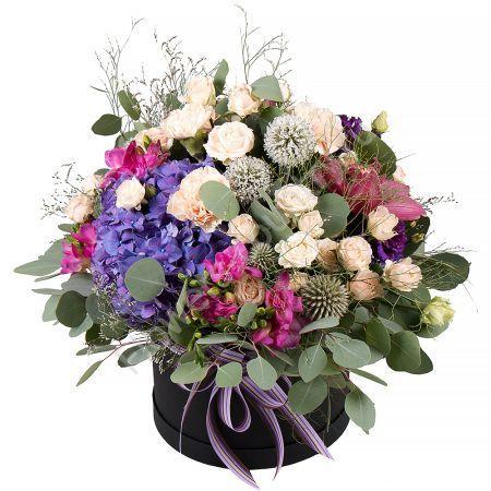Букет из гортензии, орхидеи, фрезии в коробке