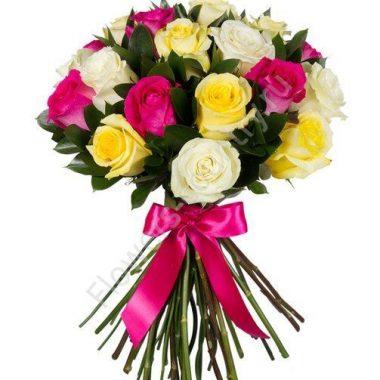 Букет из розовых, желтых и белых роз