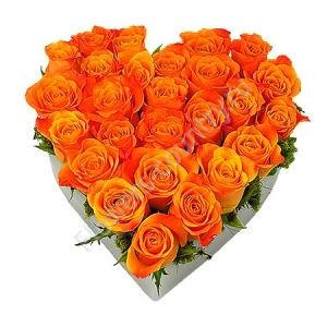 Букет оранжевых роз в форме сердца