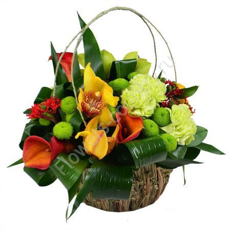 Букет из гвоздики, орхидеи, каллы в корзине