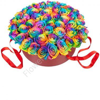 Букет с радужными розами в шляпной коробке
