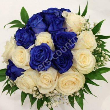 Букет из 21 синей и белой розы