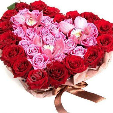 Букет из розовых орхидей и роз