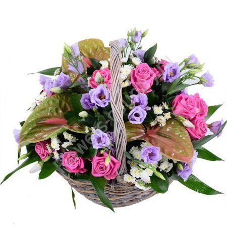 Букет с розой и антуриумом в корзине