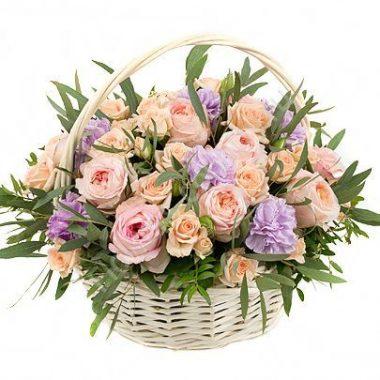 Букет из розы и гвоздики в корзине