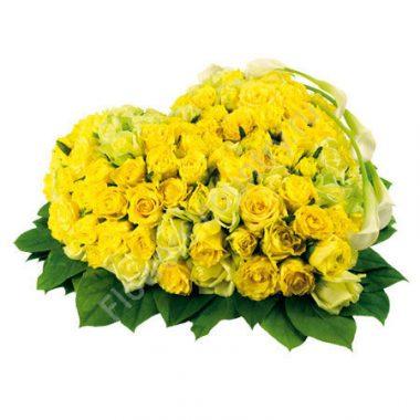 Букет из желтых роз в форме сердца