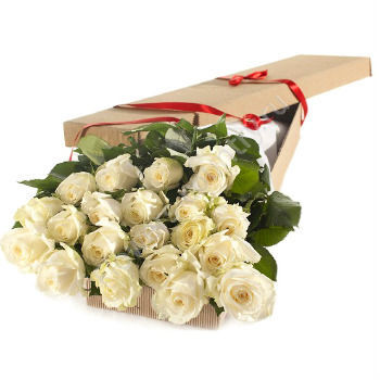Букет из 15 белых роз в коробке