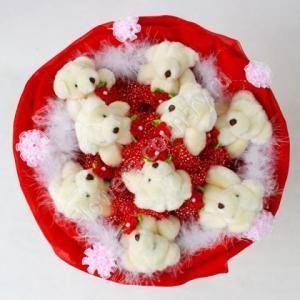 Красный букет из мишек