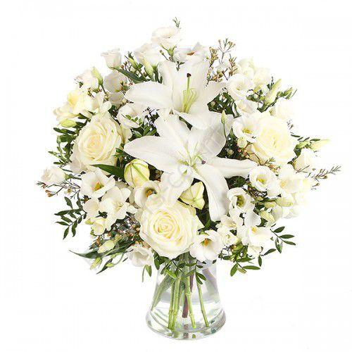 Букет с белыми розами и лилиями