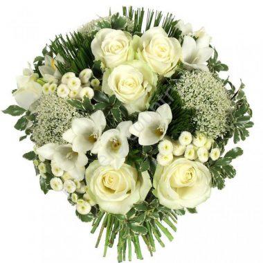 Букет из белых роз и фрезий