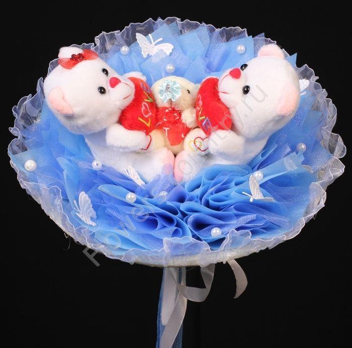 Букет из игрушек «Влюбленные мишки»