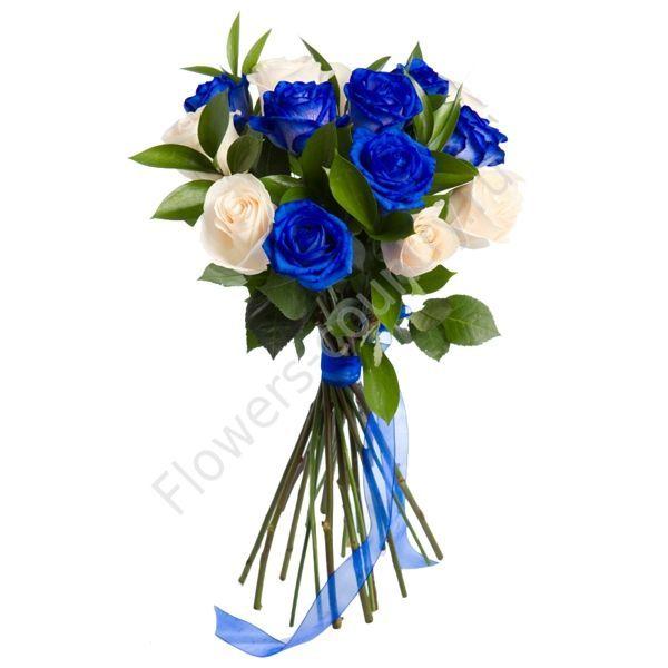 Букет из синих и белых роз