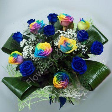 Букет из синих и радужных роз