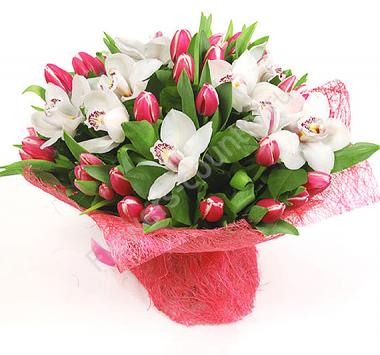 Букет из тюльпанов и орхидеи