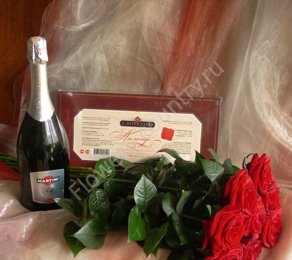 Набор из роз, конфет и мартини асти