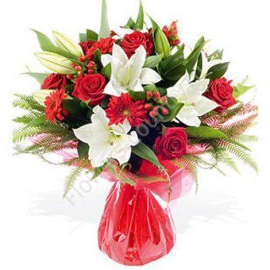 Букет с лилиями, красными розами и герберами