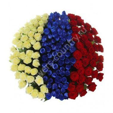 Букет из синих белых и красных роз «Флаг России»
