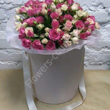 Букет кустовых роз в шляпной коробке