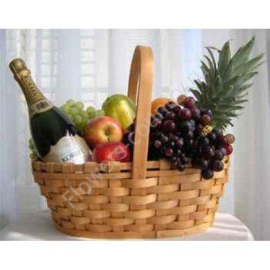 Корзина с фруктами и шампанским