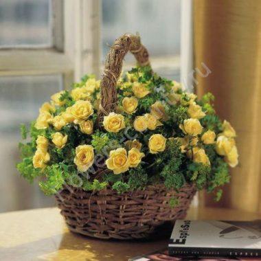 Букет с желтыми розами в корзине