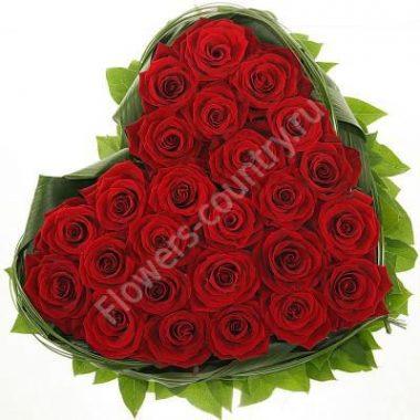 Букет из красных роз в форме сердца
